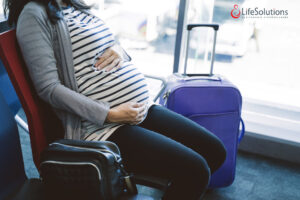 Restricții pentru gravide la condus, la tocuri și la zboruri